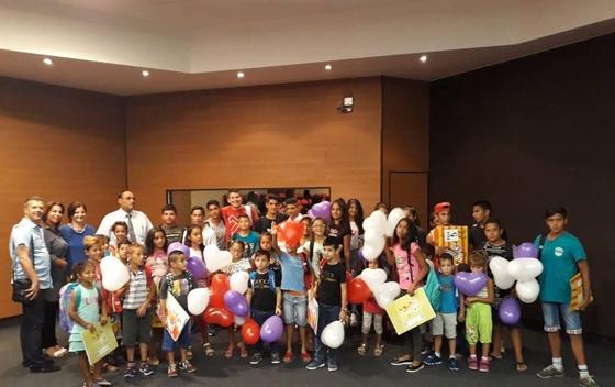 Opština Tivat: učenici iz RE populacije Dobili školske torbe, pribor i pomoć za kupovinu knjiga